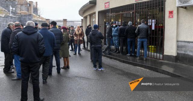 """Photo of """"Uşaqlarımızı Qarabağa göndərməyin!"""" – Ermənistan MN-in qarşısında aksiya"""