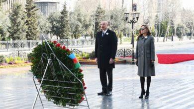 """Photo of İlham Əliyev və Mehriban Əliyeva """"Ana harayı"""" abidəsini ziyarət etdilər"""