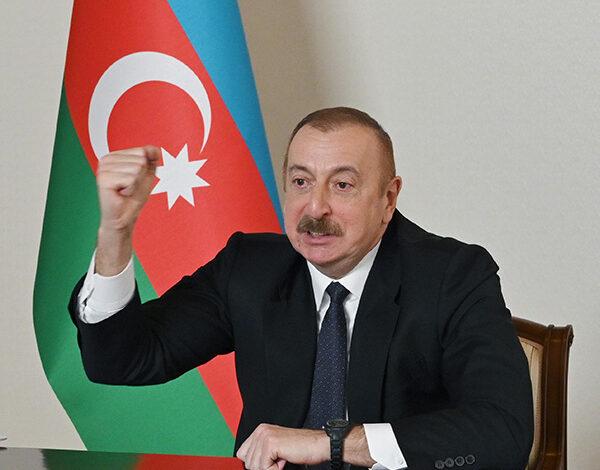 """Photo of Prezidentdən Ermənistana xəbərdarlıq: """"Odla oynamasınlar, yumruq yerindədir"""""""