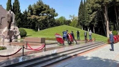 Photo of Lavrov Bakıda ulu öndər Heydər Əliyevin məzarını və Şəhidlər xiyabanını ziyarət etdi